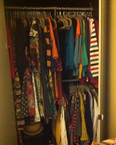 My nice tidy closet ! At last ! I'm Decluttered !