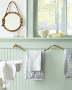 nookandsea-rope-mirror-bathroom-striped-towels-mint-green-paint-tranquil-cottage-airy.jpg 560×700 pixel