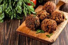 Disse falafler er nemme, og ikke mindst sunde at lave. Også er de et helt et perfekt alternativ til kød som del af aftensmaden.