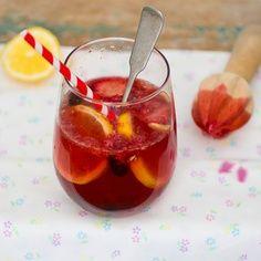 Sparkling summer berry fruit drink