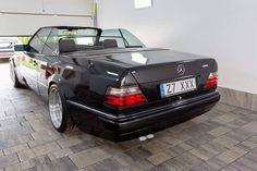 Convertible with rolled fenders. Good job, makes the wheels pop very nice. Mercedes 124, Mercedes Benz Forum, Mercedes E Class, Classic Mercedes, W124 Cabrio, Dream Garage, Dream Cars, 4x4, Convertible