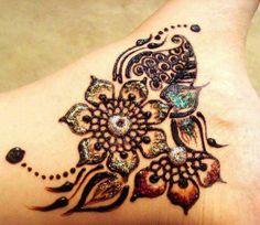 cool henna design, even if it's not a real tattoo it's still gorgeous! Henna Tatoos, Mehndi Tattoo, Henna Tattoo Designs, Mehndi Designs, Tattoo Ideas, Mandala Tattoo, Art Designs, Design Art, Tasteful Tattoos