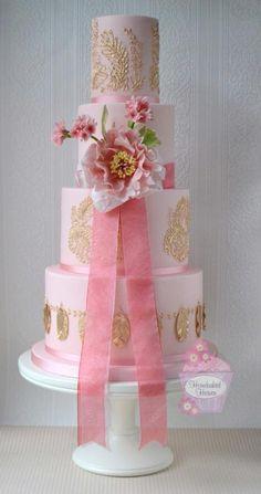 Evelyn by HomebakedHeaven - http://cakesdecor.com/cakes/227005-evelyn
