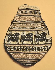 Bag used in the La Paz region of Bolivia to hold coca leaves.