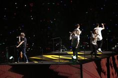 The boys onstage <3