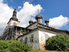 Iglesia en restauración con #andamios de madera, Rusia