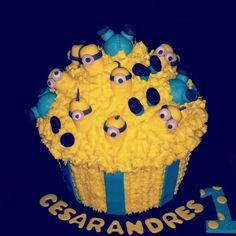 Minion giant cupcake for smash session