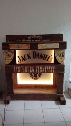 Jack Daniels Pallet Fan Shelf with glas Background.