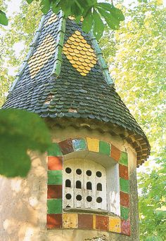 Véritables petits chefs-oeuvre d' architecture , les pigeonniers en Provence Pigeon House, Pigeon Loft, Palomar, Country Barns, Bohemian House, Unusual Homes, Garden Buildings, Bird Houses, Tree Houses