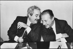 Giovanni Falcone and Paolo Borsellino. The picture of both assassinated judges became an iconic symbol of the struggle against Cosa Nostra. It is often used on posters and articles commemorating the fight against the Mafia. Special People, Good People, Amazing People, Famous Men, Famous People, Mafia Italy, Giovanni Falcone, Italian People, Robert Kennedy