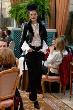See the complete Chanel Pre-Fall 2017 collection.