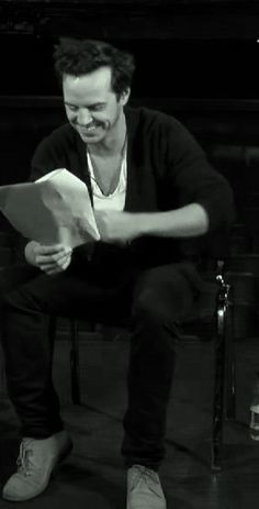 How Andrew Scott read fanmail. He is just so adorable.