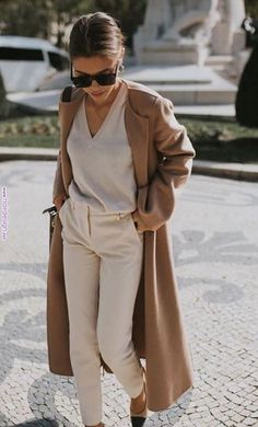 Chic Neutral Outfits That Definitely Aren't Boring Chic Neutral Outfit. Camel coat over all beige lookChic Neutral Outfit. Camel coat over all beige look Beige Outfit, Neutral Outfit, Brown Outfit, Neutral Style, Monochrome Outfit, Nude Style, Camel Coat Outfit, Beige Style, Brown Shoes Outfit