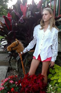 Who in the world sets up a fashion picture like this? Oh oh with ze flowers and ze sunlight it needz zomething...bring me ze fake horse! Ahh yez itz perfect!