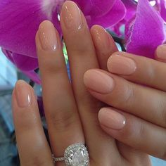 The perfect neutral polish  this is definitely our next manicure! Take your besties below to share this stunning  #nailhur