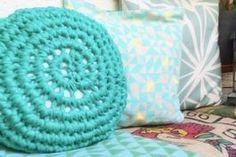 Tutoriel DIY: Réaliser un mini-pouf en trapilho au crochet via DaWanda.com