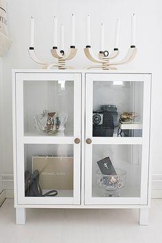 Simple and neat vitrine   Room of Karma