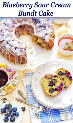 This Blueberry Sour Cream Bundt Cake is a very simple and delicious recipe! Perfect pick me up with a cup of coffee in the morning! Blueberry Sour Cream Cake, Blueberry Bundt Cake, Blueberry Desserts, Blueberry Cobbler, Easy No Bake Desserts, Delicious Desserts, Dessert Recipes, Yummy Food, Homemade Snickers