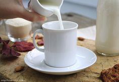 Latte di mandorle fatto in casa Breakfast, Tableware, Wellness, Life, Vegan, Morning Coffee, Dinnerware, Tablewares, Dishes