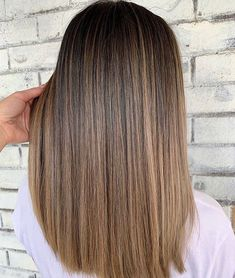 Trendfrisuren Bob, akkurater Mittelscheitel oder The french language Slice Cease to live Frisurentrends 2020 Balayage Straight Hair, Brown Hair Balayage, Brown Blonde Hair, Brown Hair With Highlights, Brunette Hair, Bronde Hair, Underlights Hair, Gorgeous Hair Color, Hair Color And Cut