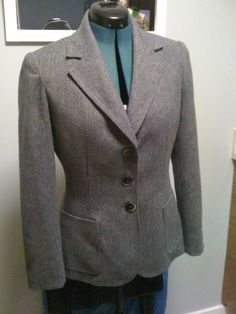 Polish Up Your Wardrobe With Top Tips for Sewing a Blazer