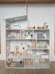 , 18 Amazing Do It Yourself Doll House Ideas , Doll houses are one of the favorite desire and a must have thing of every baby girl. For all the parents, buying a doll house for their little princes. Mini Doll House, Barbie Doll House, Doll House Modern, Girls Doll House, Princess Doll House, Doll House Plans, Diy Casa, Barbie Furniture, Modern Dollhouse Furniture
