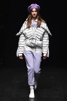 Street style e celebs comprovam: lavanda é a cor do verão The Past, Winter Jackets, Hipster, Runway, Shoes, Purple, Instagram, Fashion, Lavender Colour