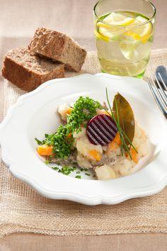 Grøntsagsskipperlabskovs med rødbeder og purløg Dansk mad når det er bedst og tilmed sundt! Skipperlabskovs med grønsager, der serveres sammen med purløg rugbrød og rødbeder.  SlankeDoktor.dk