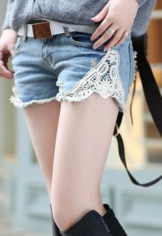 Classic lace shorts with wide white belt