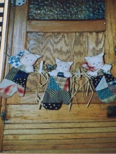 """Craft Sewing Pattern Three Little Kittens 9"""" Mittens - Swag"""