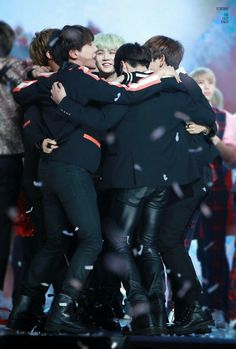 How your tears cant even falling down to earth seeing this brothers together? #BTS #BTS1000DAYS
