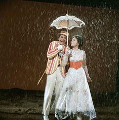 Julie Andrews Mary Poppins, Mary Poppins Movie, Mary Poppins 1964, Old Disney Movies, Old Movies, My Fair Lady, Disney Love, Disney Magic, Disney Nerd