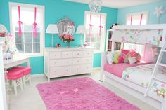 Dormitorio/ this wall color, pink accents, soft pink bedspread, pretty pillows