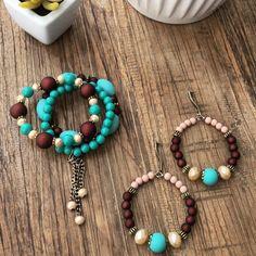Revenda peças incríveis! Atacado a partir de R$ 99,00 em peças da sua escolha! ⠀ ⠀ ⠀ ⠀⠀ ⠀ ⠀⠀ 💍Revenda nossas BIJUTERIAS 💍Vendas somente no… Wire Jewelry, Jewelery, Bracelet Making, Jewelry Making, Bracelet Organizer, Beaded Necklace, Beaded Bracelets, Bangles, Pendant