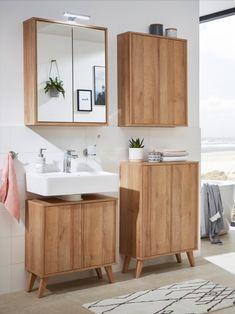 Ein Badezimmer ganz in Holztönen! So lässt sich das perfekte Scandi-Bathroom gestalten. Kombiniert mit natürlichen Farben, wie beige und grün, wirkt das Gesamtbild wie ein süßes Ferienhaus an der Ostsee. Was haltet ihr von unserer skandinavischen Wellness-Oase? Scandi Home, Double Vanity, Sweet Home, Sink, Shelves, Bathroom, Design, Products, Perms