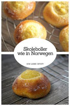 Schulbrötchen aus Norwegen Fluffiger Hefeteig mit einer zarten Kardamomnote gefüllt mit zarter Vanillecreme.  #Skoleboller  #Skolebrød  #Hefeteig #Vanillefüllung