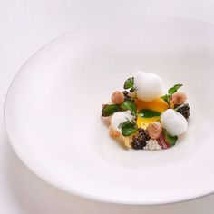 "Heiko Nieder on Instagram: ""A light and flavorful culinary creation: White aspargus with egg, cress and caviar.💫 📸: @salzpfeffernews"" Food Plating, Plating Ideas, Michelin Star Food, Cress, Food Presentation, Fine Dining, Food Photo, Yummy Food, Delicious Recipes"