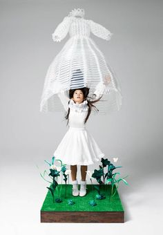 Balloons Dress by Daisy Balloon (Daisy Balloon is balloon artist Rie Hosokai and art director/graphic designer Takashi Kawada - www.daisyballoon.com)