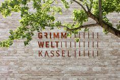 Galeria de Museu dos Irmãos Grimm / kadawittfeldarchitektur - 13
