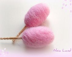 how to: needle felted cotton candy/candy floss This is doll size but I am thinking using a large styrofoam egg and wrap felted wool around it like real cotton candy :)