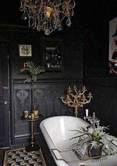Dark Bathrooms, Beautiful Bathrooms, Black Rooms, Gothic House, Gothic Mansion, Bathroom Interior, Gothic Bathroom Decor, Steampunk Bathroom, Dark Interiors