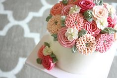 dahlia cake in buttercream by Eat Cake Be Merry