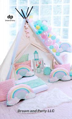 Slumber Party Birthday, Fun Sleepover Ideas, Sleepover Birthday Parties, Girl Sleepover, Sleepover Activities, Unicorn Birthday Parties, Soirée Pyjama Party, Pyjamas Party, Slumber Party Decorations
