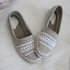 Crochet Shoes Pattern, Shoe Pattern, Crochet Slippers, Diy Crochet Clothes, Wrap Shoes, Shoe Crafts, Crochet Sandals, Knit Shoes, Flip Flop Shoes