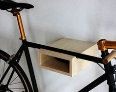 Wall Mount for road bike, or fixie bike. Reduced design. Easy handling and mounting. incl. wall mounting  Maximum link length 48cm  Dimensions: 30cm deep 24cm wide 11cm high  Materials used: Birch multiplex untreated