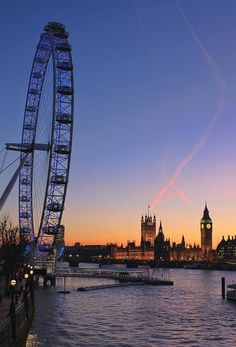 Sunset in River Thames with London Eye, Big Ben n Houses of Parliament in England_ UK City Aesthetic, Travel Aesthetic, Places To Travel, Places To See, London Dreams, River Thames, London City, London Food, London Travel