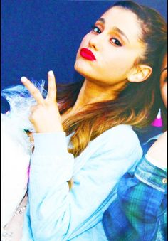 Ariana Grande shoots you a peace sign Ayyy Lmao, Adriana Grande, Ariana Grande Pictures, Shes Perfect, Love U So Much, Cat Valentine, She Was Beautiful, Her Music, Beautiful Celebrities