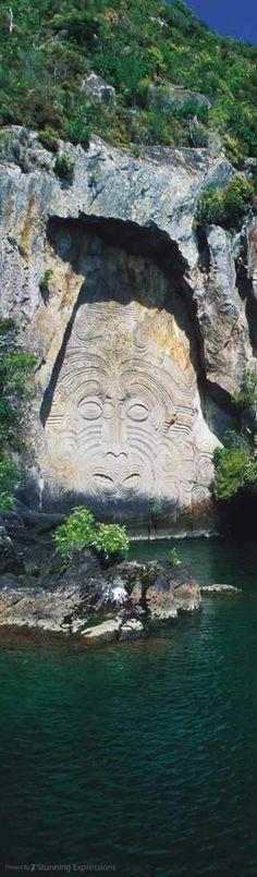 Mauri Rock in Lake Taupo - North Island | New Zealand