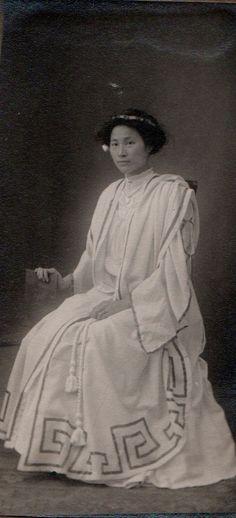 Carolyn Lee's January 1910 graduation from  Normal School.