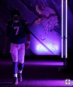 Minnesota Vikings Football, Minnesota Wild, Football Pictures, Boston Red Sox, Football Season, Nfl, Purple, Sports, Room